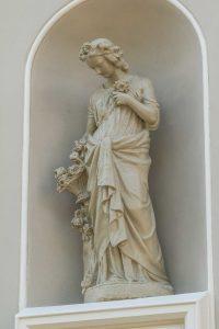 Figur der Göttin Flora